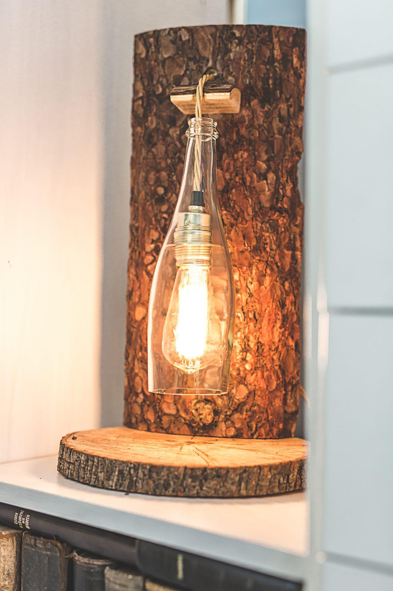 Rustikale Stehlampe mit Pendelleuchte