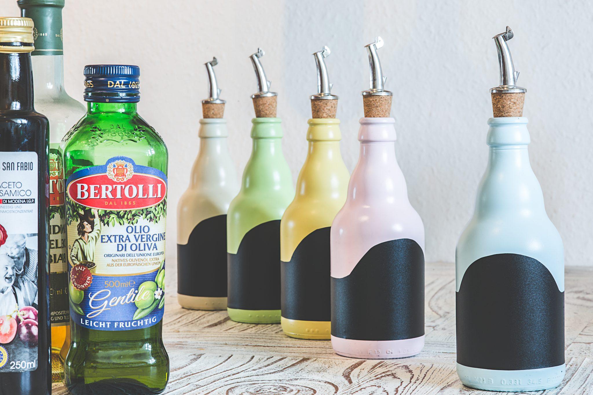 Vintage Öl und Essigflaschen